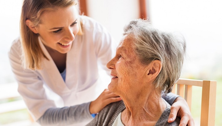 Spitex employee with patient – care and support